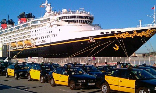 Foto de cruceros y taxis