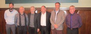 Alcaldes tras la firma del convenio de servicios de taxi Aj. Gra