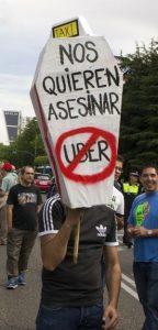 Protesta de taxistas en Madrid contra Uber en junio de 2014 / JULIÁN ROJAS