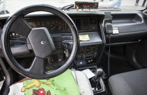 El tablero del Renault 21 de Antonio, comprado en junio 1990. //CESAR DEZFULI
